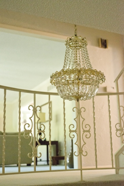 Before: Ugly Gold Chandlier / How to Update a Chandelier ... click now to find out how!