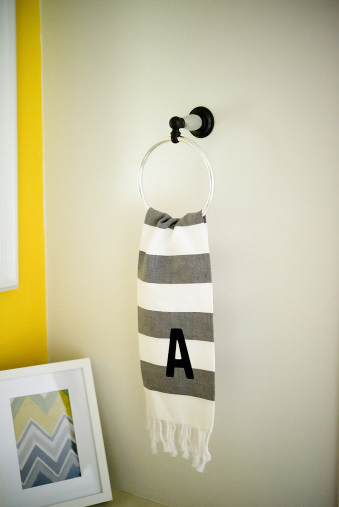 Updated_towel_rack_with_art