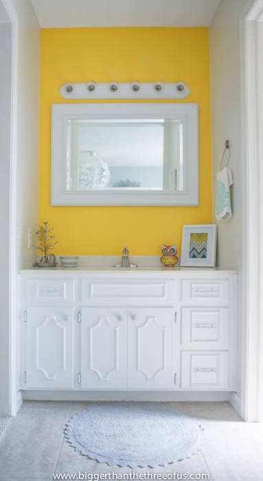 Modern and bright master bathroom nook