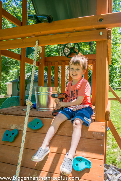 Add a bucket and pulley to your outdoor playlet