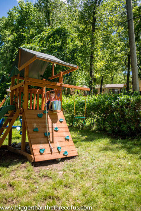 DIY bucket and pulley for a wooden playlet