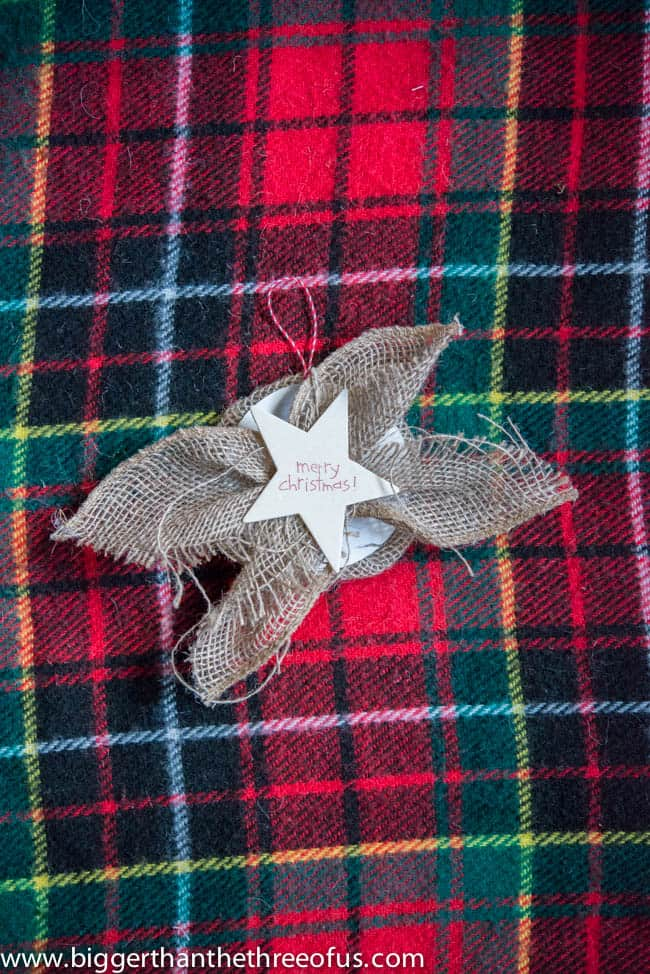 Easy Burlap Ornament - Make this Christmas Ornament in just a few minutes. #christmascrafting