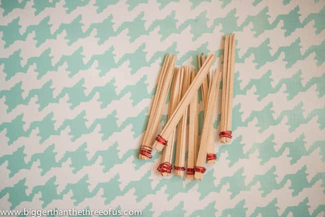 DIY Stick and Wire Christmas Ornament DIY Christmas Crafting-3