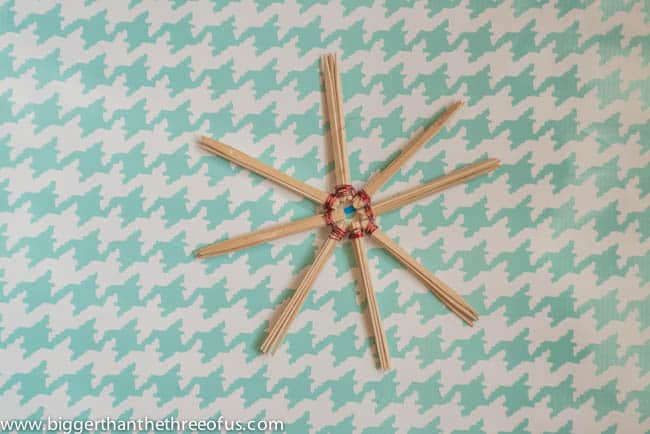 DIY Stick and Wire Christmas Ornament DIY Christmas Crafting-4