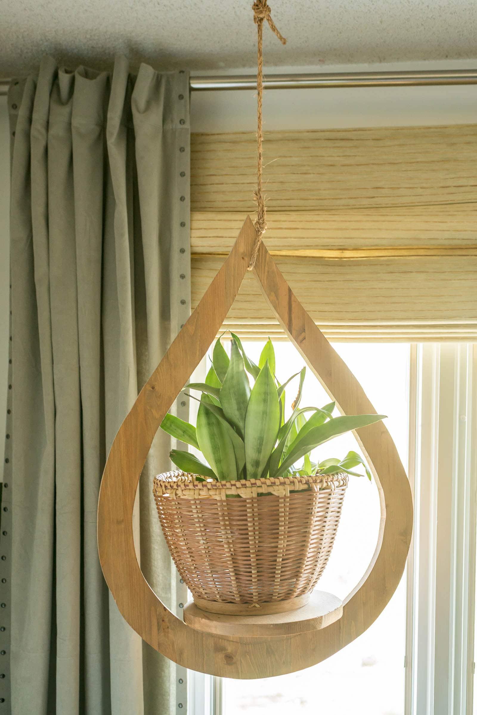 Modern indoor plant hanger