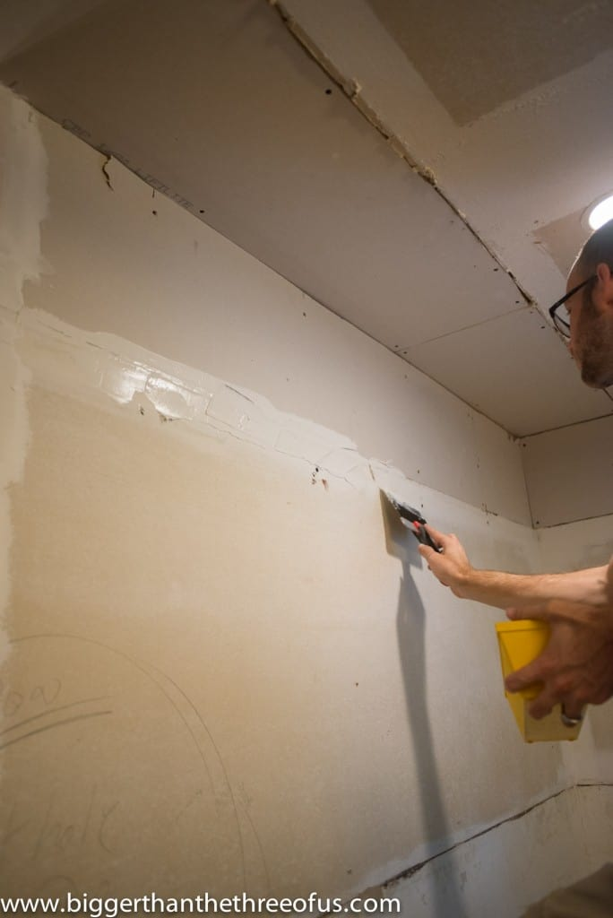 How to Mud Drywall for beginners (DIY Or HIRE OUT : House Repairs)
