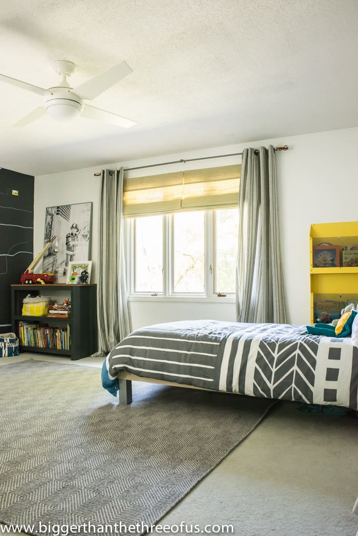 Must pin! This modern and bright boy rooms has lots of DIY tutorials!
