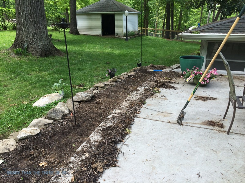 Landscaping with rock instead of mulch bigger than the for Different color rocks for landscaping
