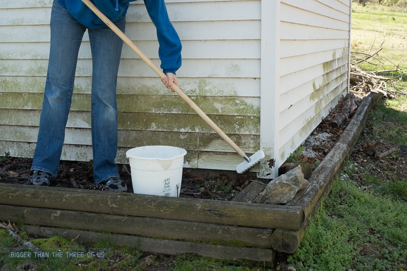 You can clean your siding without a power washer! It's not hard - click to find out exactly how to do it!
