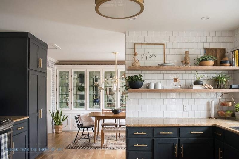 Delicieux Kitchen Reveal With Dark Cabinets And Open Shelving