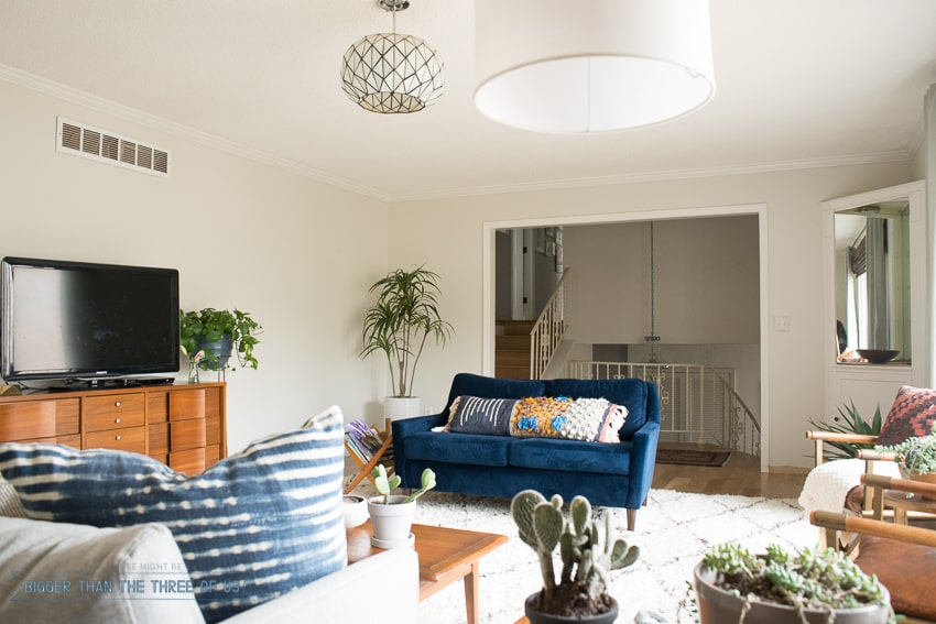 Blue and White modern and bright living room