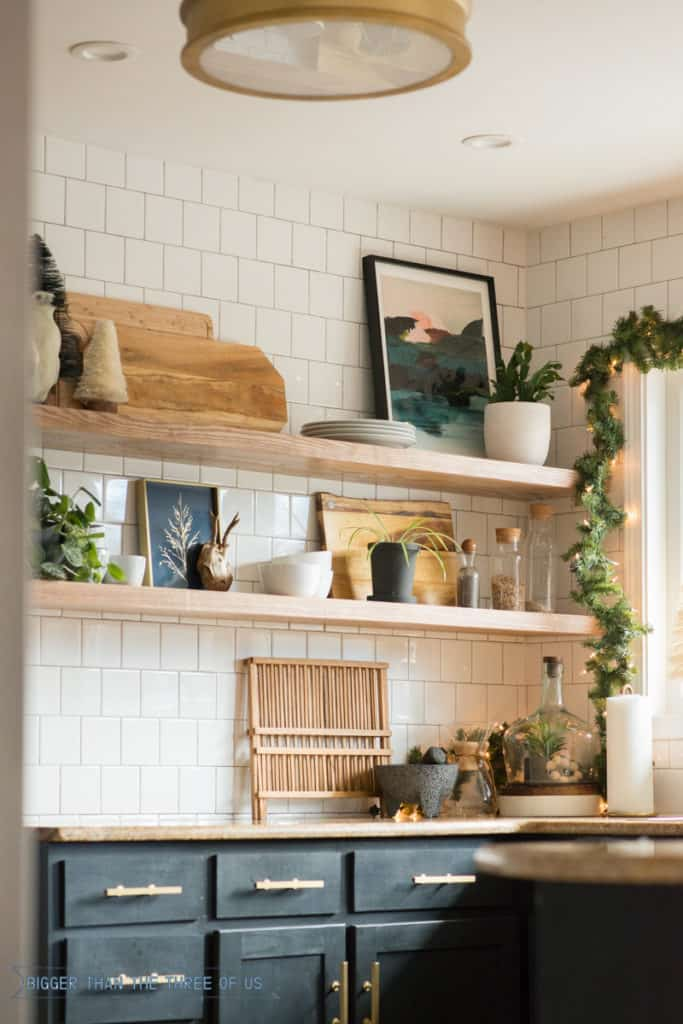 Holiday home tour in this kitchen including how to decorate kitchen shelves