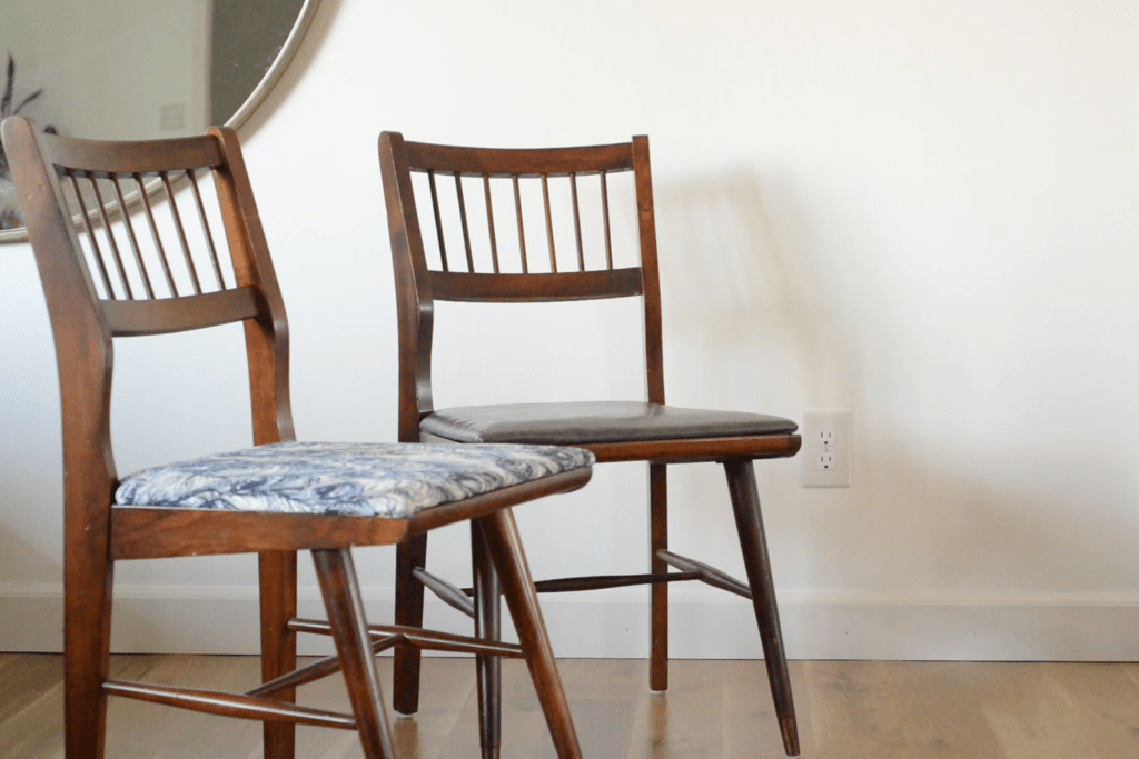 Use this step by step tutorial to makeover your dining chairs.