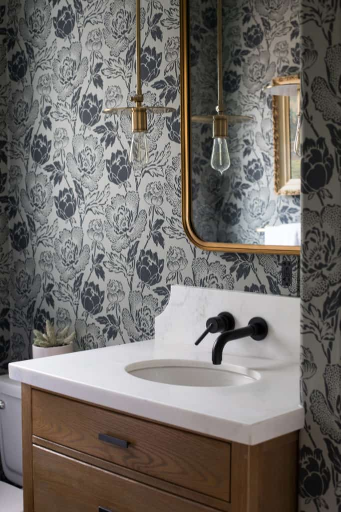 Wallpaper in a small bathroom | Home Decor Trends for 2018