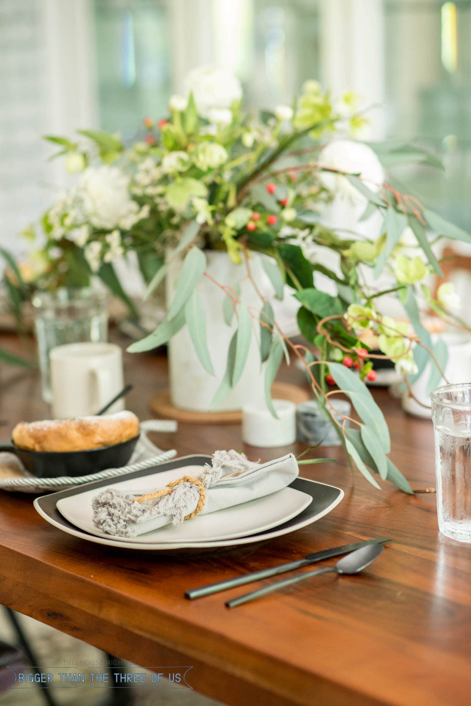 How to Set up a Modern Tablescape