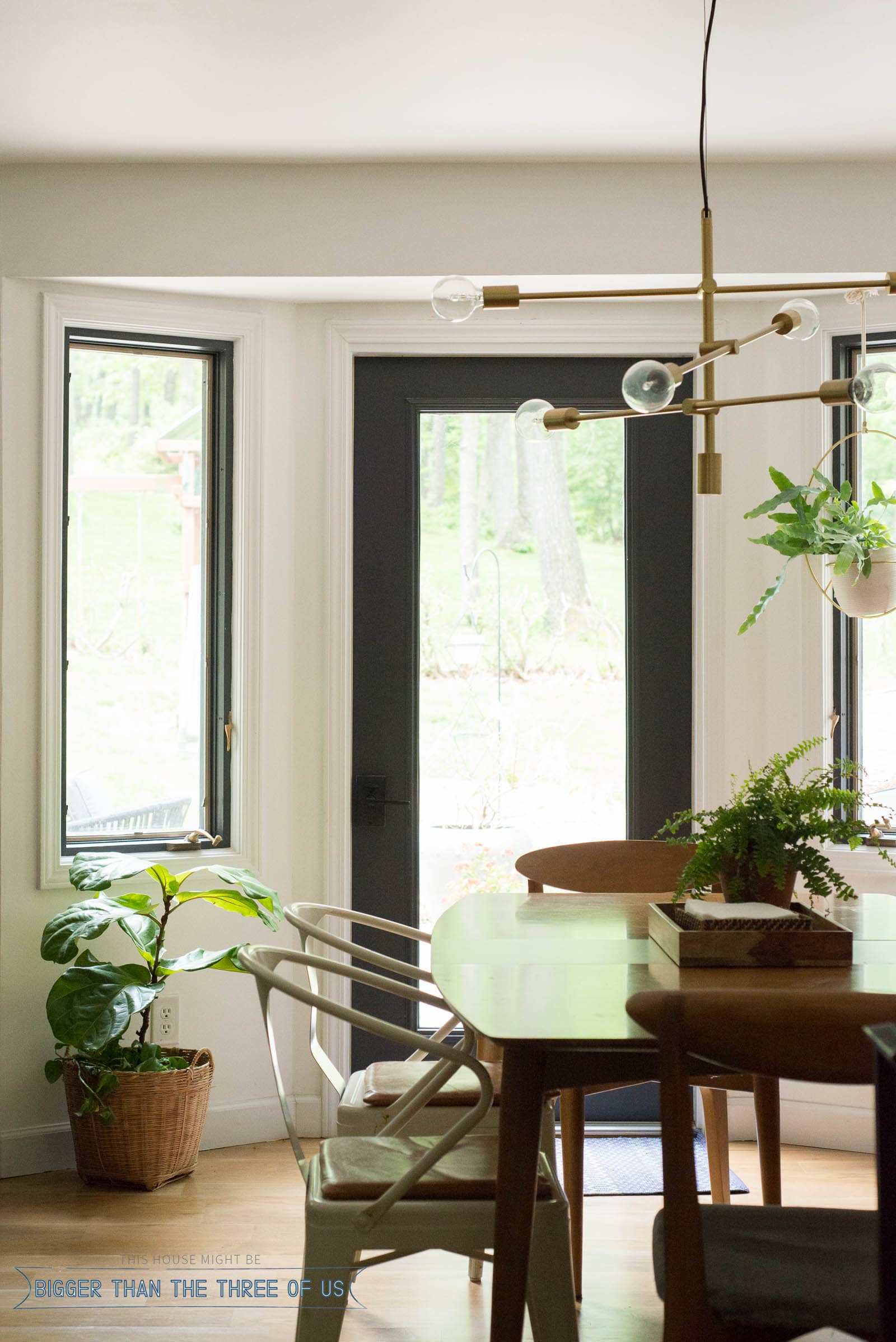 Dining room with bench seat, brass chandelier and leather seat cushions