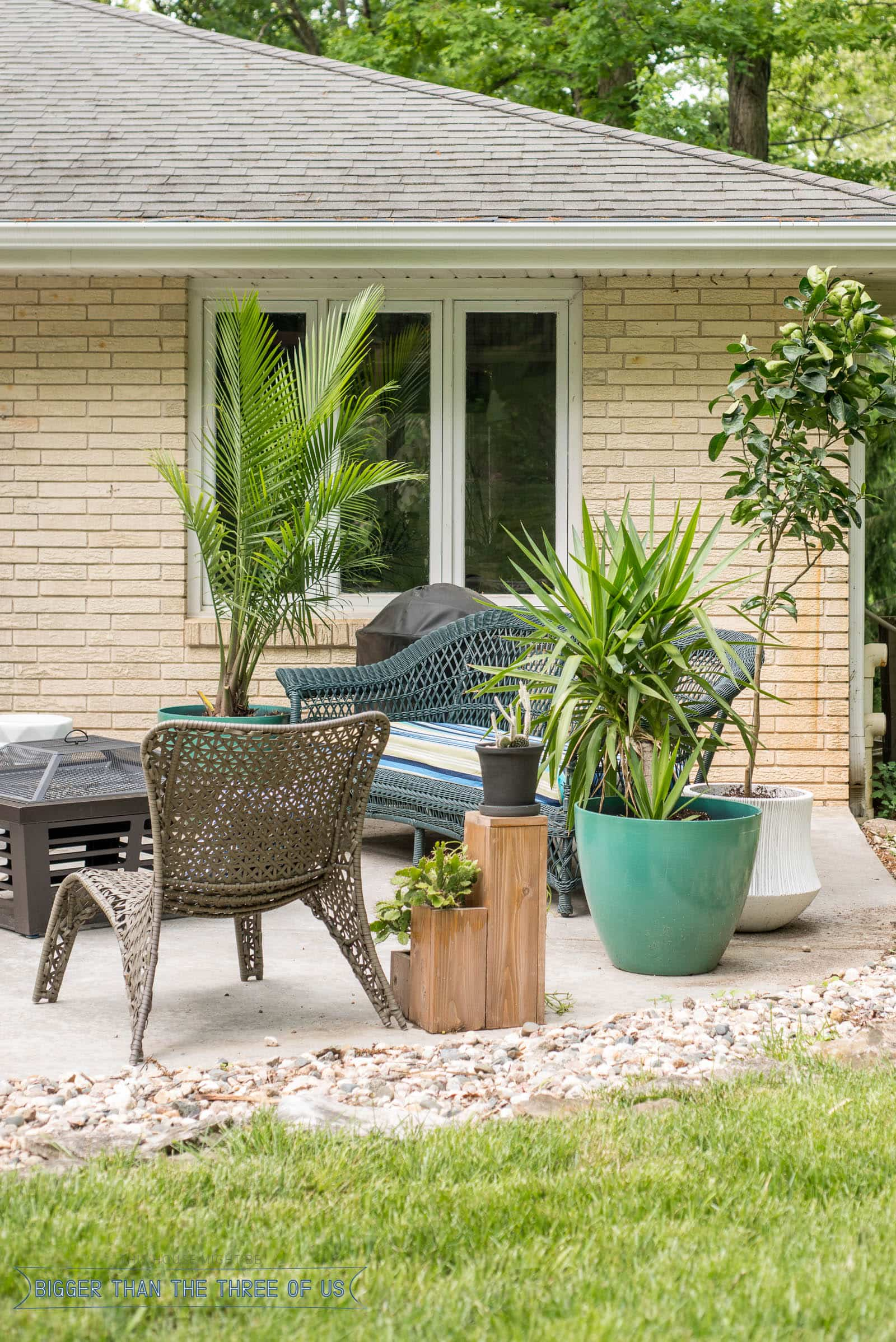 Outdoor patio for the summer featuring a budget friendly patio furniture, diy patio decor and lots of plants for color and texture. #patio #outdoorfurniture #outside #patiofurniture