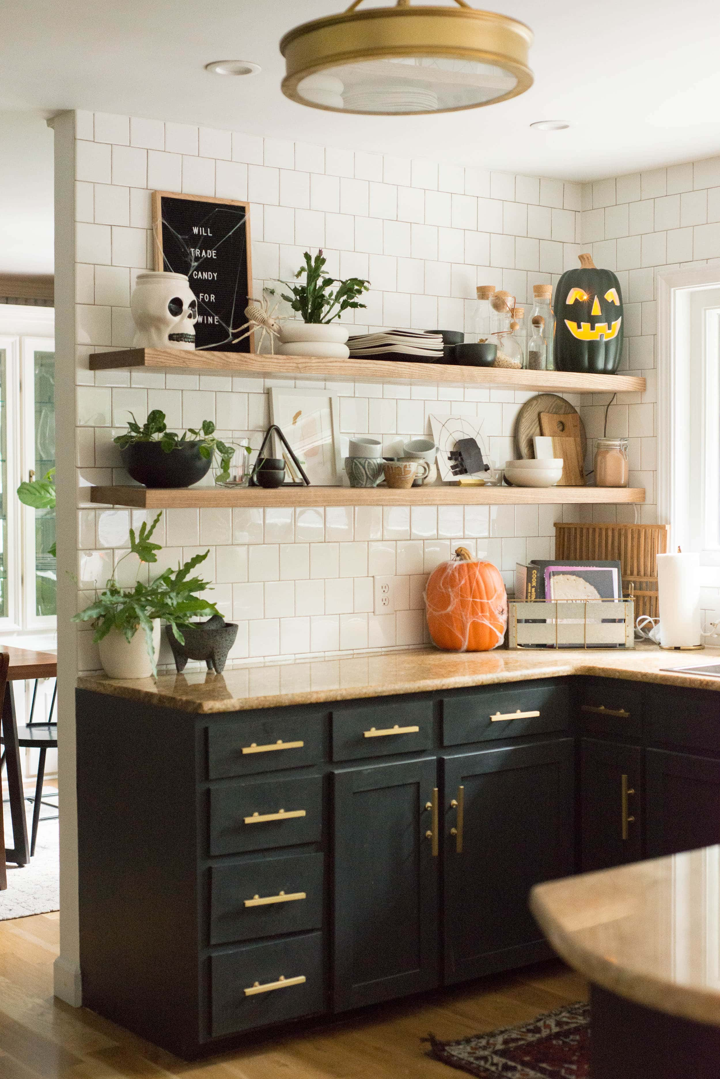 If you aren't a seasonal decorator but do want to decorate a tad for Halloween, then come on over. I'm sharing some Halloween Decor Ideas for home today. #halloweendecor #halloweendecorating