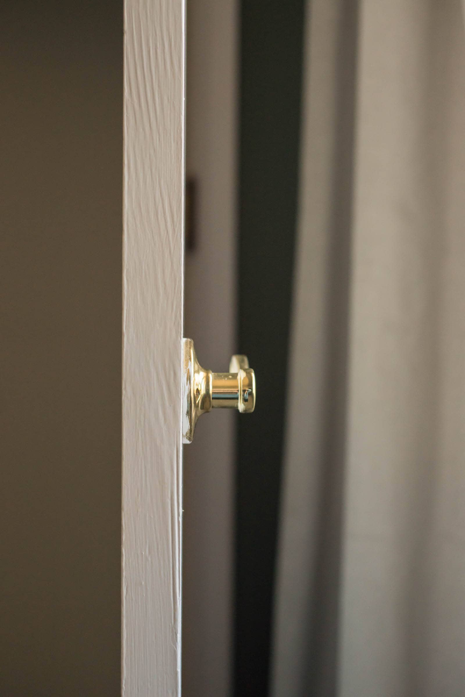Showing a dummy door knob