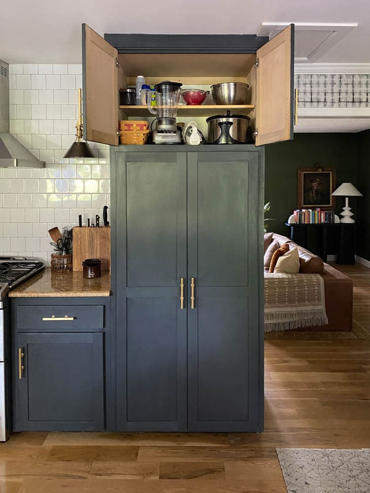Built in cabinet above pantry